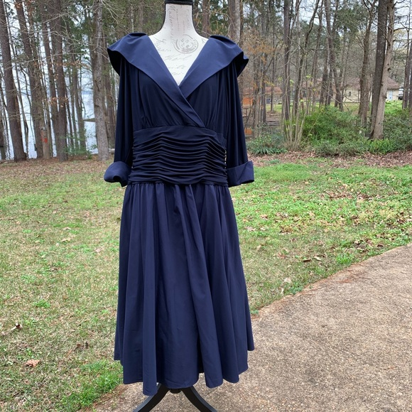 3e0cf838214 Jessica Howard Dresses   Skirts - Mother Of The Bride Dress Navy Blue Midi  Size 16W